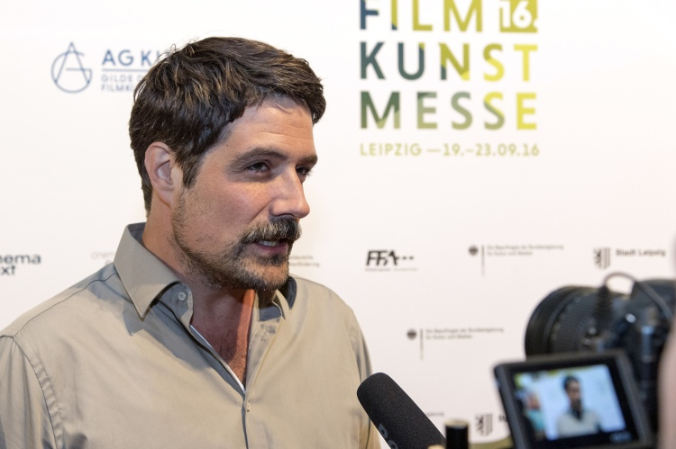 Auf dem roten Teppich der Filmkunstmesse Leipzig: Johannes Naber / Foto: FKM