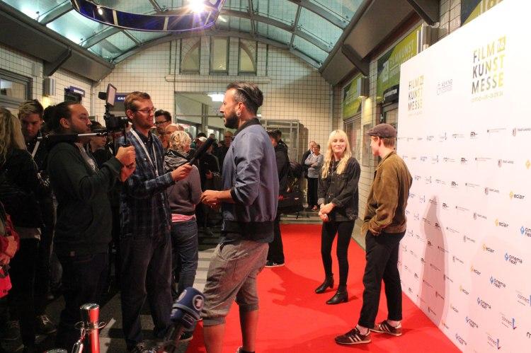 Regisseur Jakob M. Erwa (Die Mitte der Welt) ist bei der Presse heiß begehrt