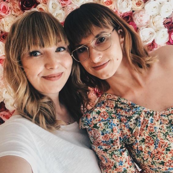 Sarah (Dress up Journal) und ich bei der Hashmag Blogger Lounge